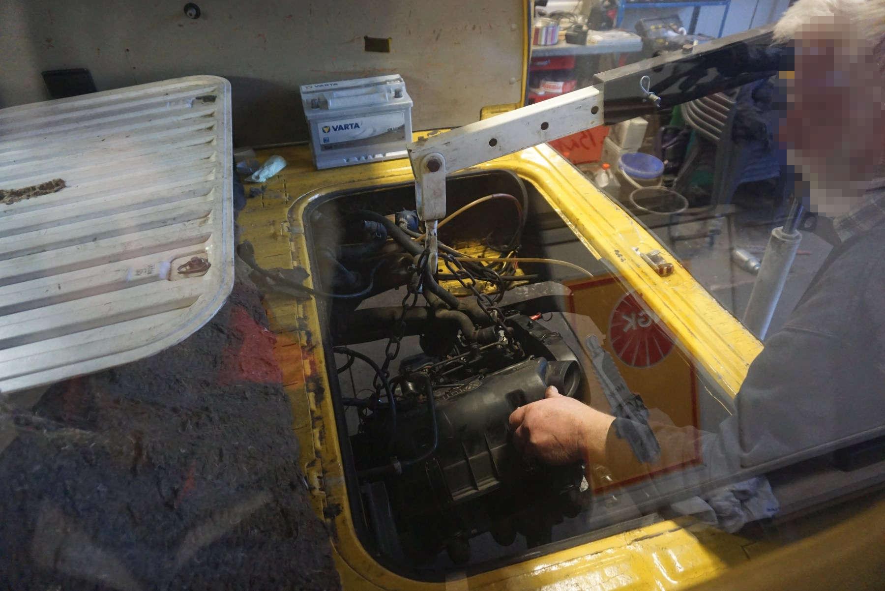 Vagabulli: Motoreinbau
