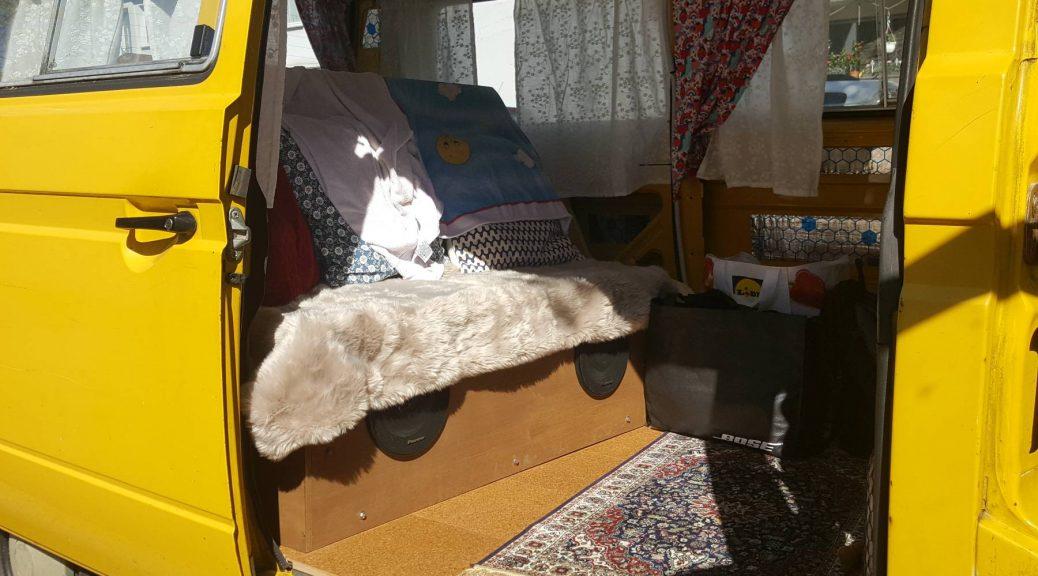 Bulliausbau Bett und Boden